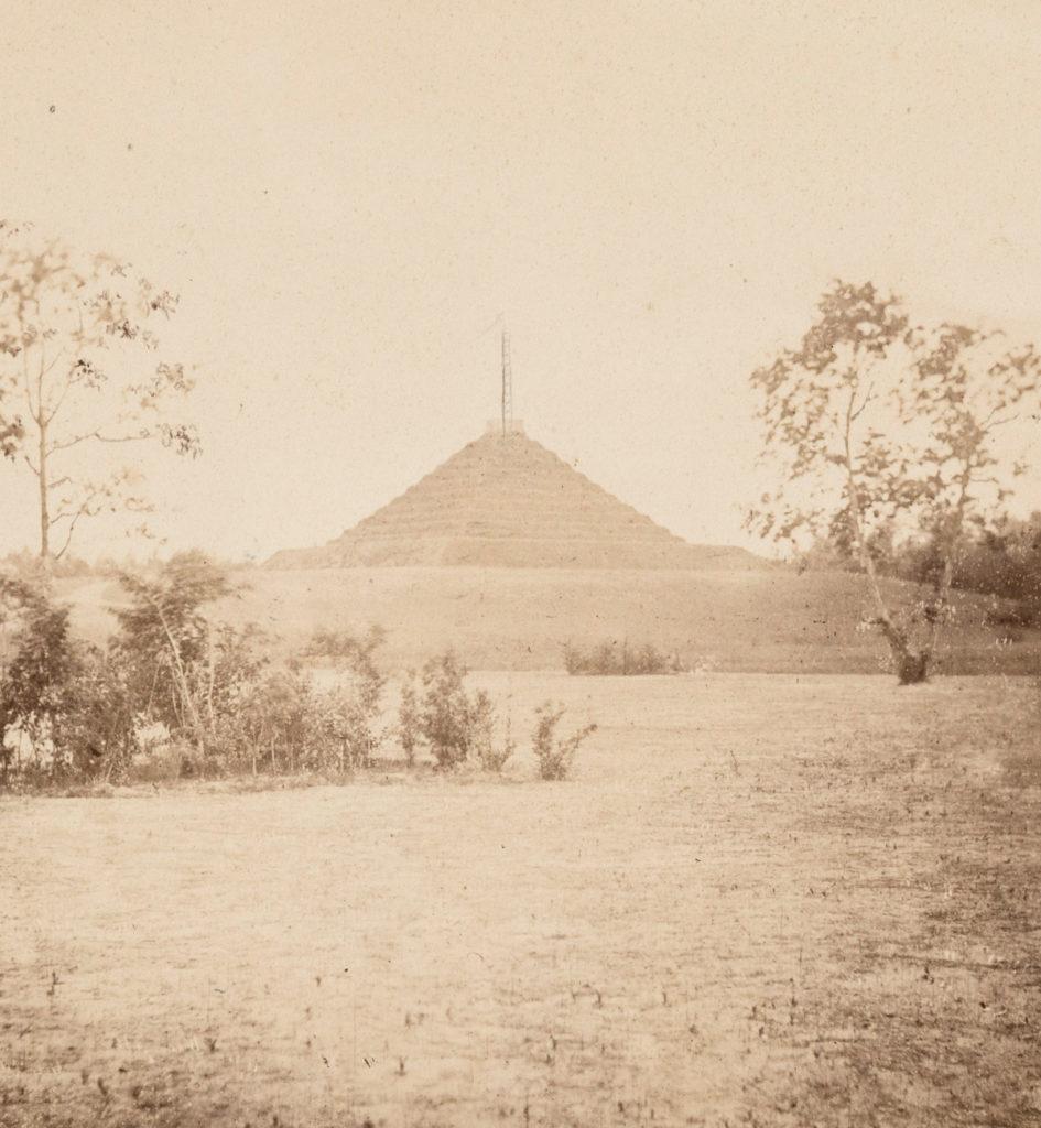 Landpyramide um 1869 Foto Carl von Wieland