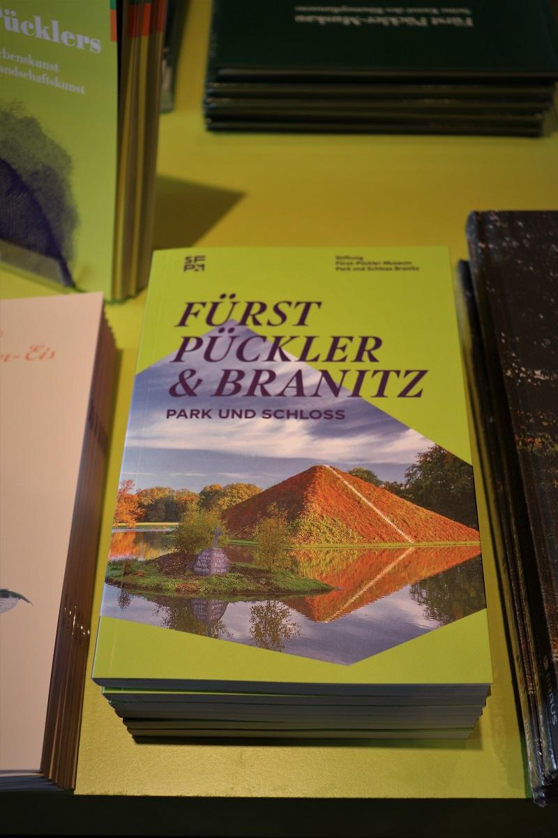 Ansicht vom Park- und Schlossführer als Buch